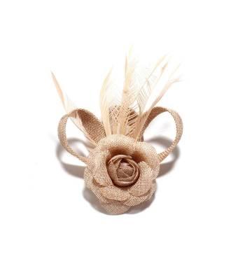 Fascinateur cérémonie nude à fleur