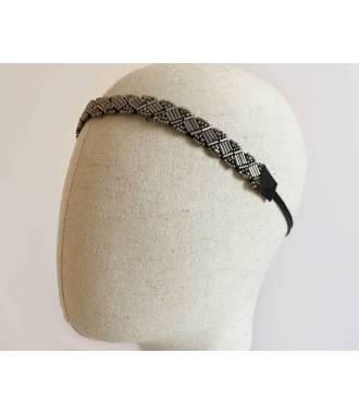 Bijou de tête gris en perles