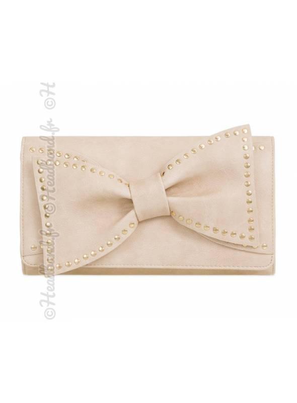 Pochette noeud avec clous métal cuir beige