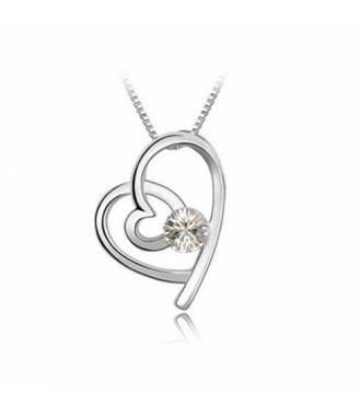 Collier court pendentif coeur blanc