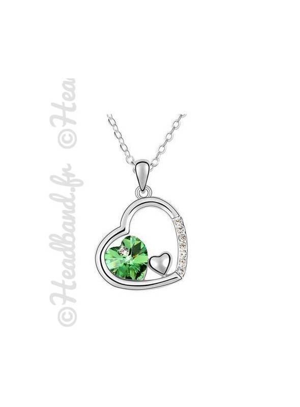 Collier pendentif forme coeur incrusté vert