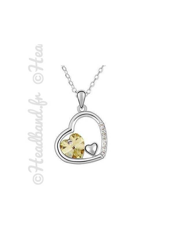 Collier pendentif forme coeur incrusté jaune