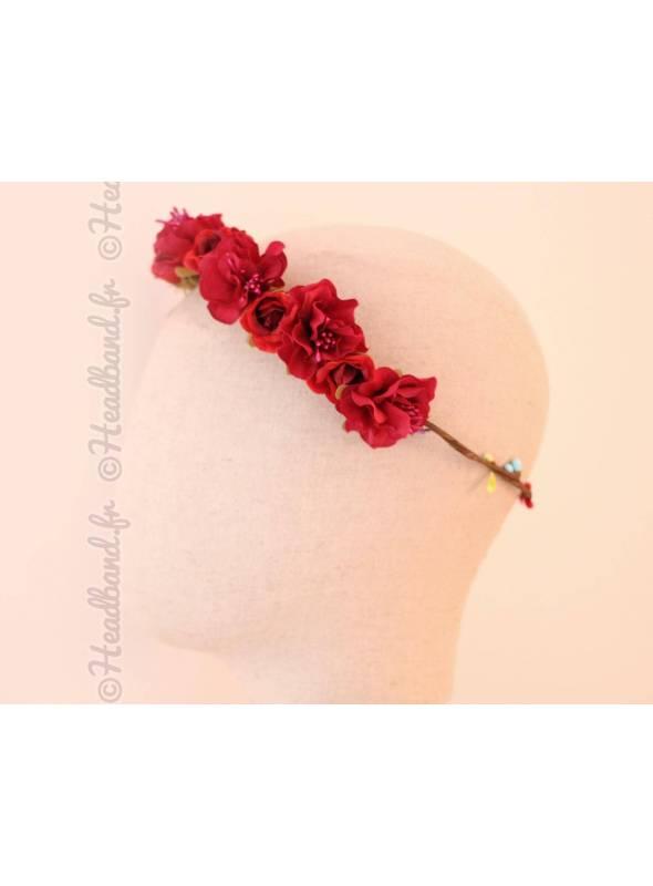 Couronne de fleurs et bourgeons rouge foncé