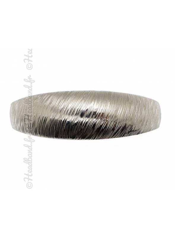 Pince métal courbée striée argenté