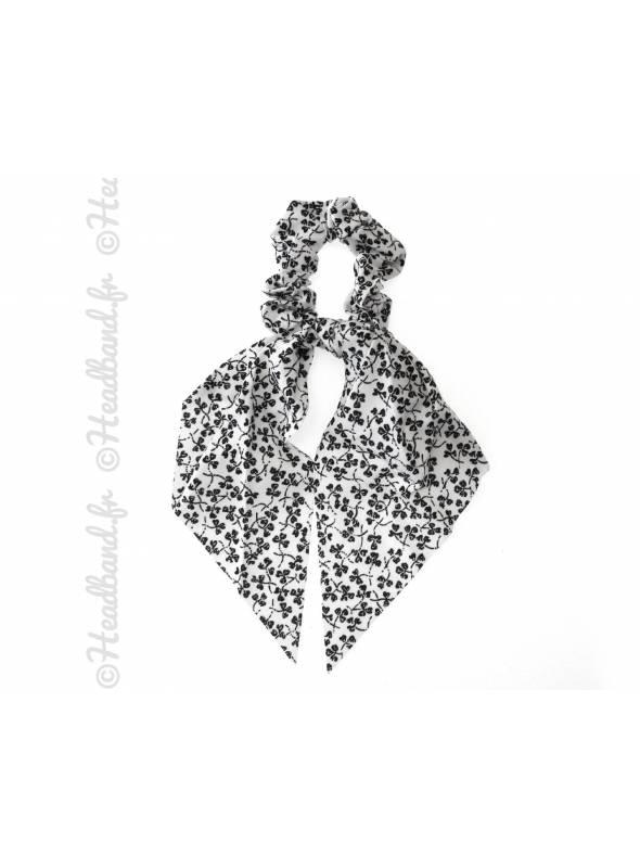 Chouchou foulard motif trêfle blanc