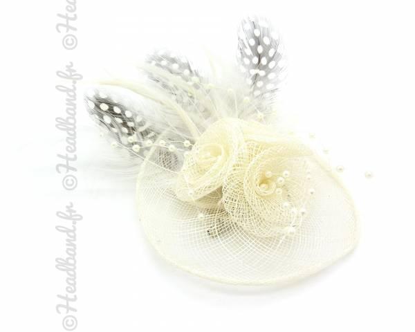 Mini chapeau à plumes crème