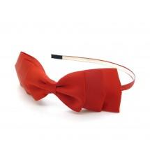 Serre-tête satin rouge porté