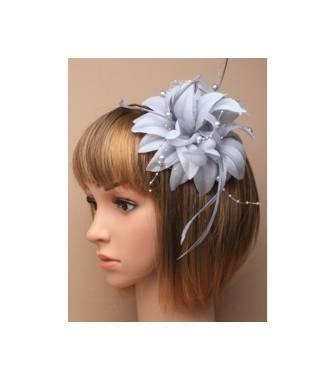 Barrette perles et plumes gris porté