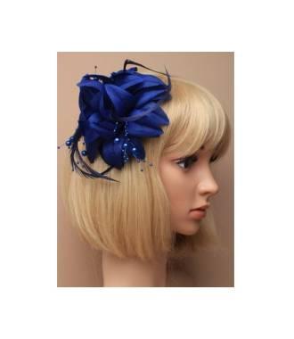 Barrette perles et plumes bleue côté