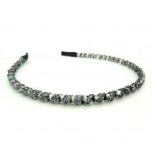 Serre-tête ruban et perles gris porté