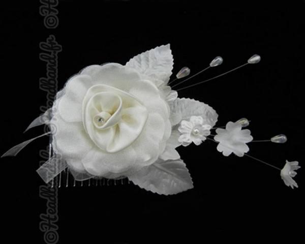 Coiffe mariée camélia blanche
