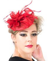 Découvrez comment bien porter le bibi chapeau pour un mariage