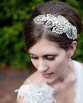 Choisir un serre-tête en plumes pour son mariage