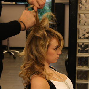 Crépage de cheveux avec un peigne